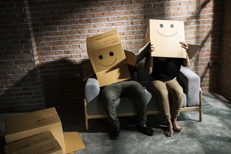 Time to go ([Pixabay](https://pixabay.com/photos/couple-removal-sitting-boxes-couch-3980657/))